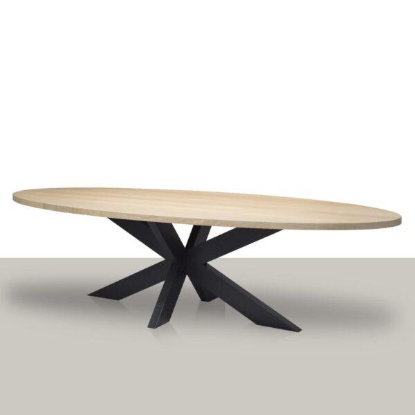Ovale eettafel met een metalen matrix onderstel en eikenhout blad Van Tafel.
