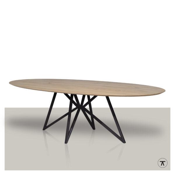 Ovale eettafel met een metalen vlinder onderstel en eikenhout blad Van Tafel.