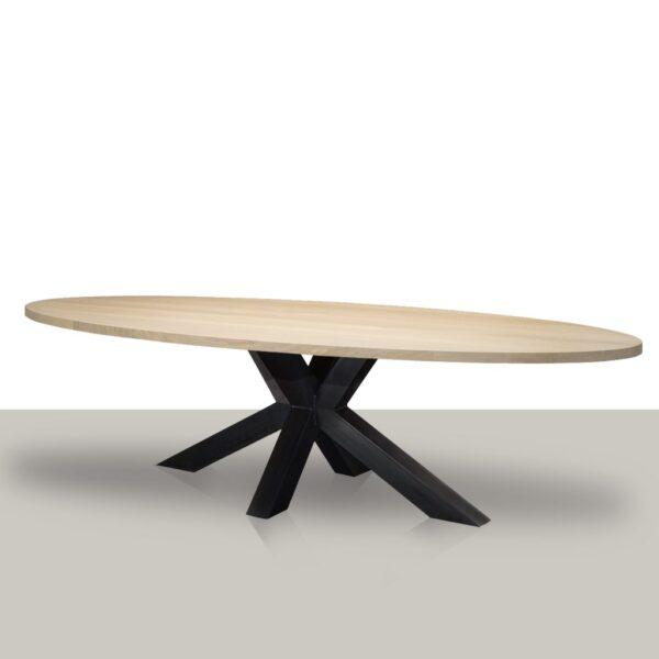 Ovale eettafel met een metalen matrix onderstel (koker 10cmx10cm) en eikenhout tafelblad.