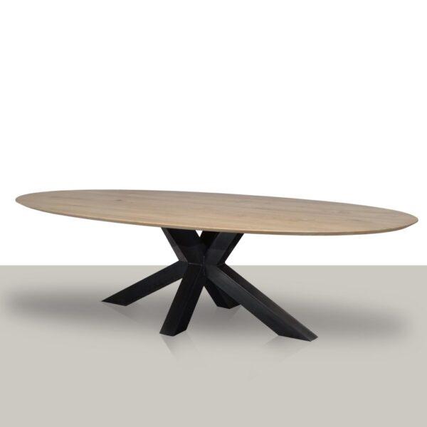 Ovale eettafel met een metalen matrix onderstel (koker 10cmx10cm) en verjongd eikenhout tafelblad.