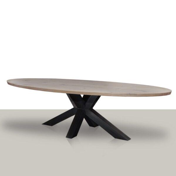 Ovale eettafel met een metalen matrix onderstel (koker 10cmx10cm) en zeep eikenhout tafelblad.