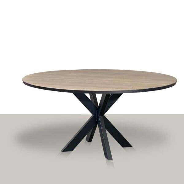 Ronde eettafel met metalen slanke matrix onderstel en massief eikenblad met zwarte rand.
