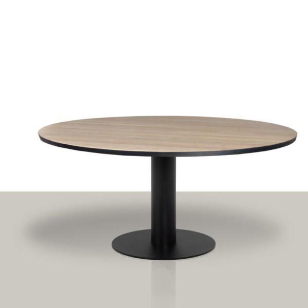 Ronde eettafel met rond metalen kolom onderstel en massief eikenblad met zwarte rand.