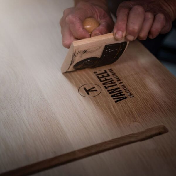Stempel-onder-tafelblad-Van-Tafel