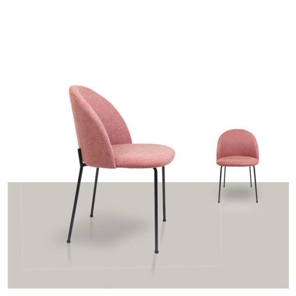 Comfortabele stoffen eetkamerstoel roze Noa van Kick Van Tafel