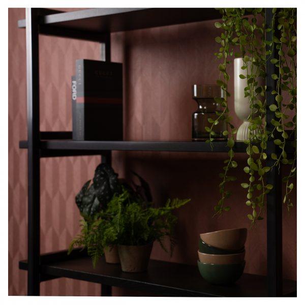 hoge wandkast met eikenhouten planken en een metalen frame op maat gemaakt Van Tafel