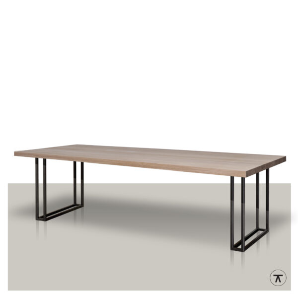 eikenhouten-eettafel-met-metalen-open-onderstel
