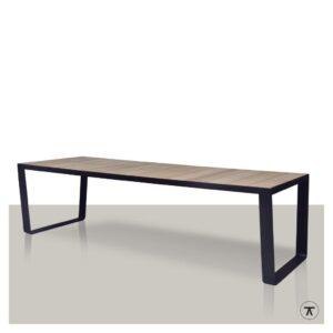 iroko houten buitentafel met metalen strip onderstel
