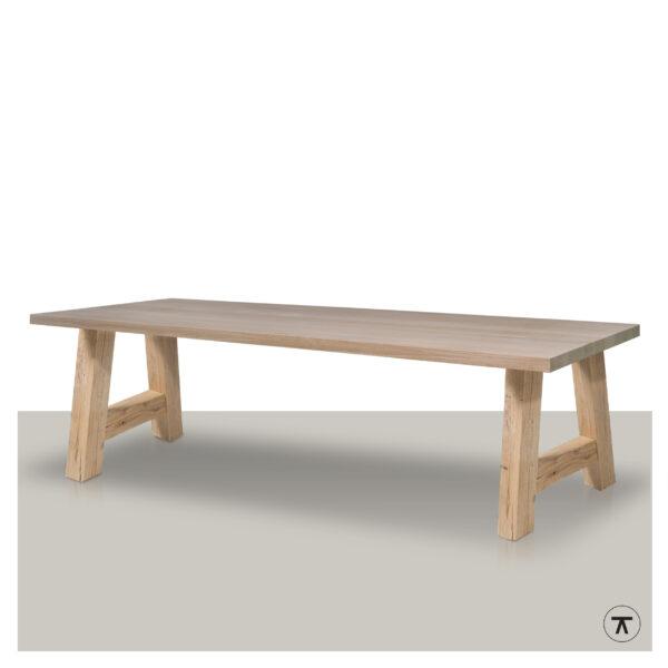 Rechthoekige-houten-eettafel-met-houten-A-onderstel
