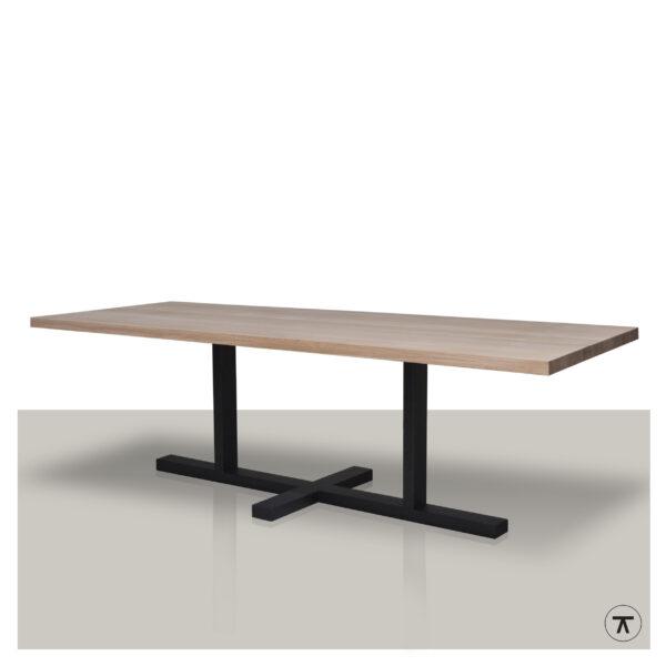 Rechthoekige-houten-eettafel-met-plat-kruis-onderstel