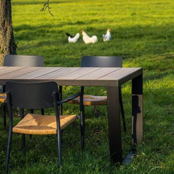 Houten tuintafel iroko met zwarte rand