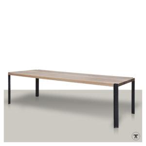 design-houten-eettafel-met-doorlopende-hoekpoten