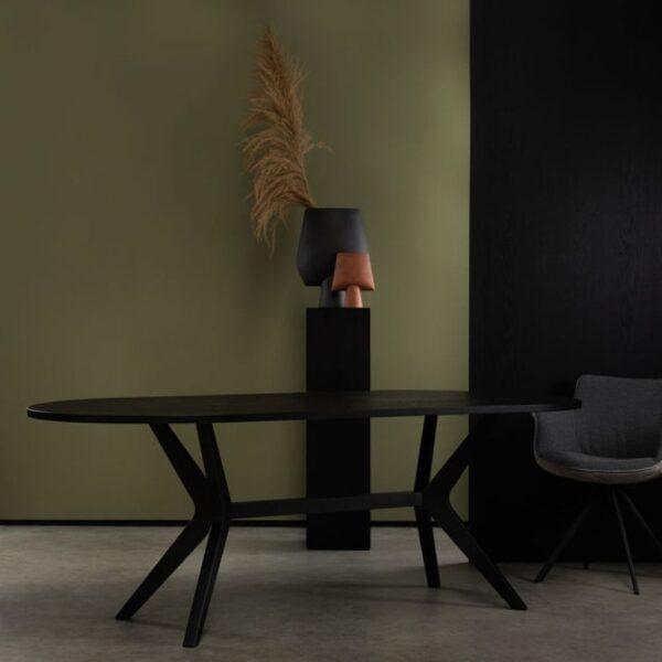 ovale-eettafel-zwart-sfeerfoto